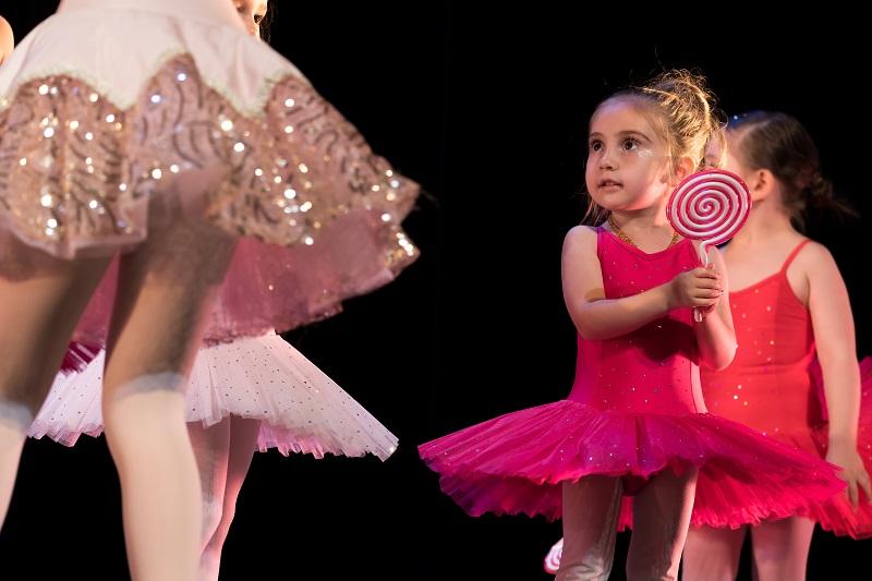 Ballett Akademie Luzern: Kleinkinder auf der Buehne