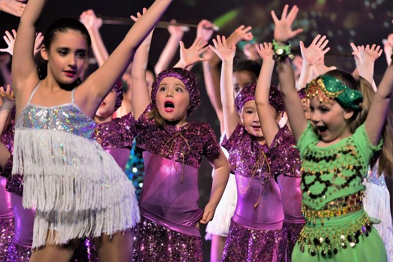 Kinder tanzen Jazz und Modern , Ballett Akademie Luzern