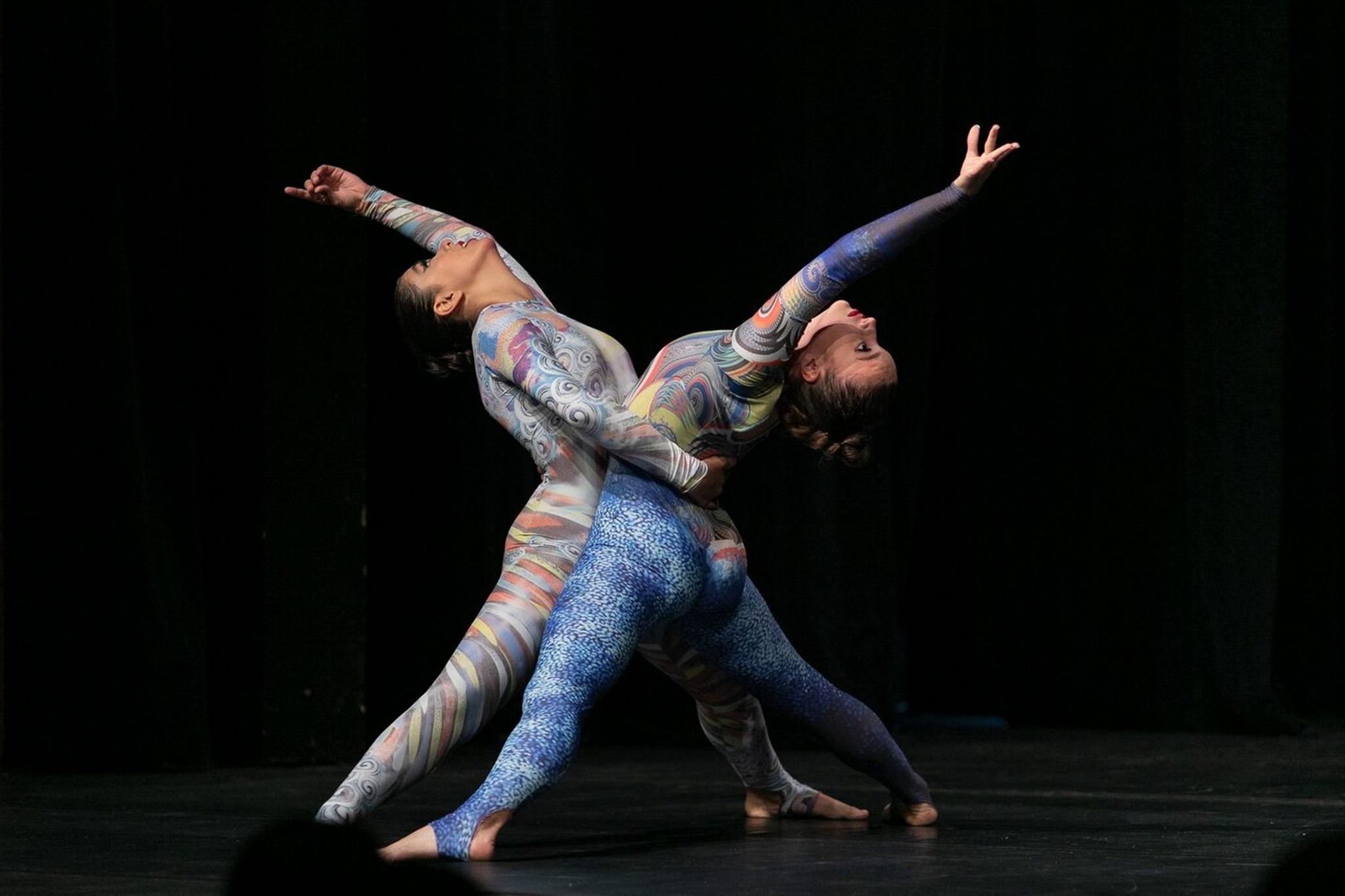Ballett Akademie Luzern: Contemporary Scene - Zwei Tänzerinnen