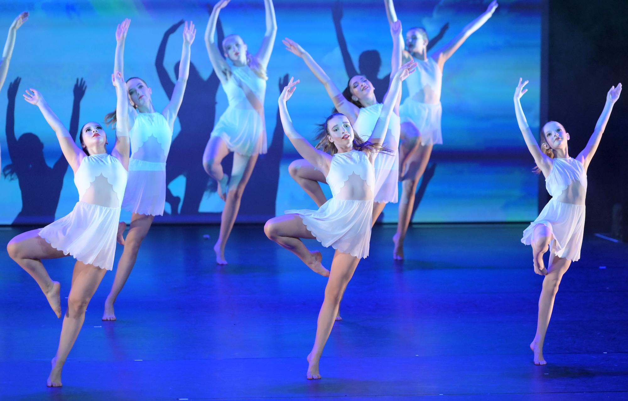 Ballet Academy Luzern: Jazz & Modern Class, Students performing