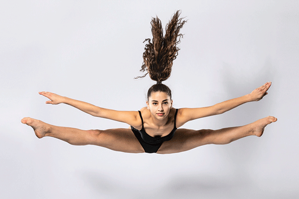 Ballett Akademie Luzern: Stretch & Akrobatik Dancer performing pony jump